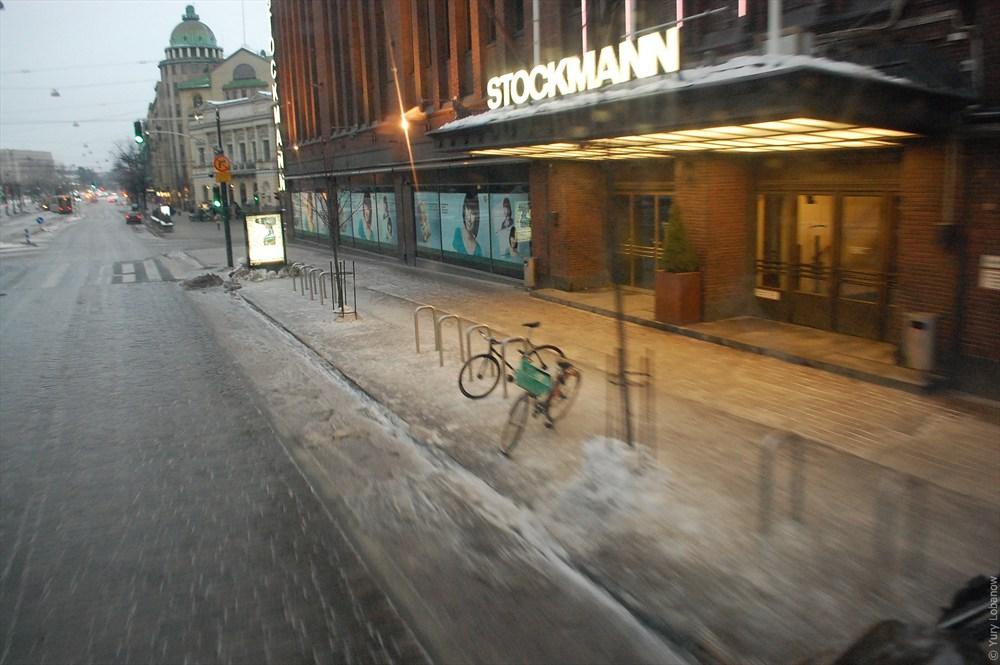 Хельсинки Велосипедная парковка у магазина «Стокманн»