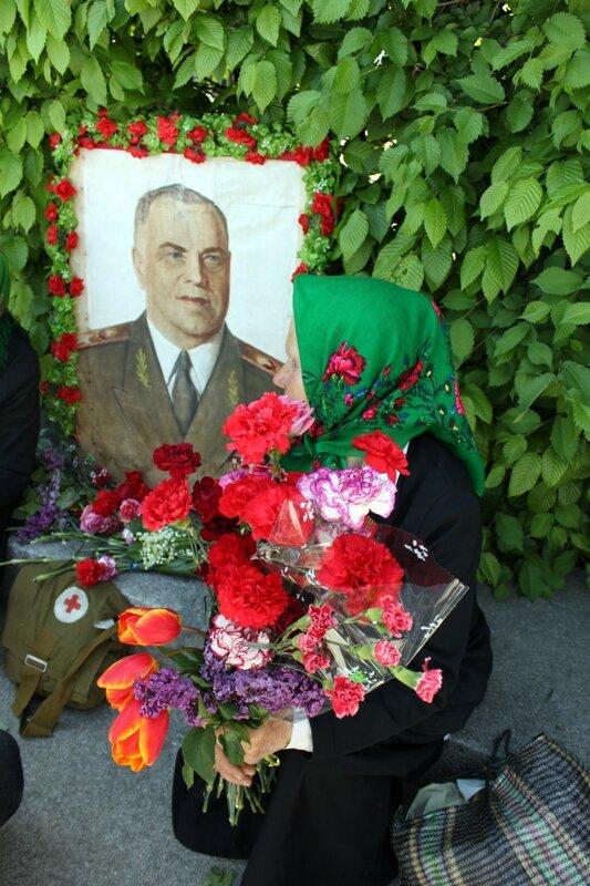 Цветы для ветерана в День Победы