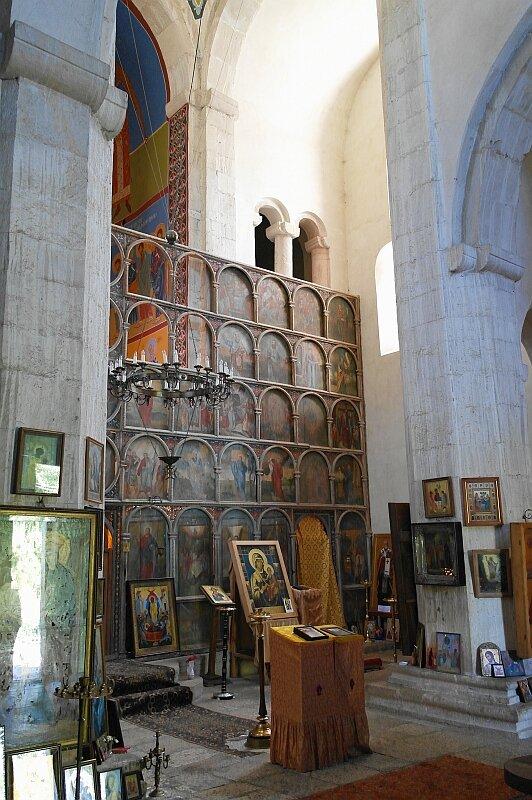 Внутри церкви Баракони
