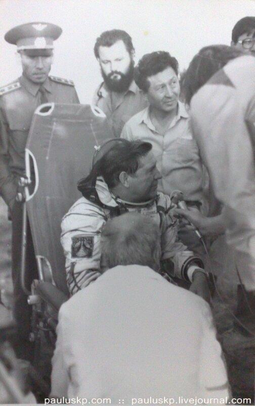 Любительские фотографии советских космонавтов после приземления 0_72151_b062a817_XL