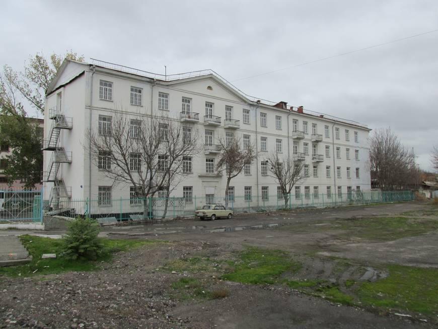 сталинские дома на улице бабура 10.JPG