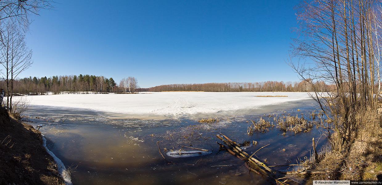 Озеро в апреле (панорама)