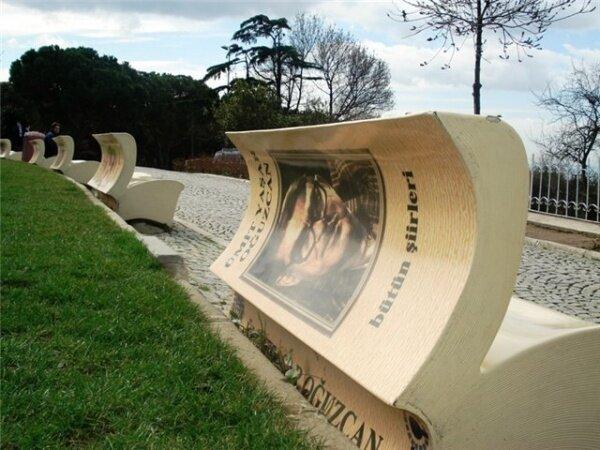 Скамейка в виде открытой книги