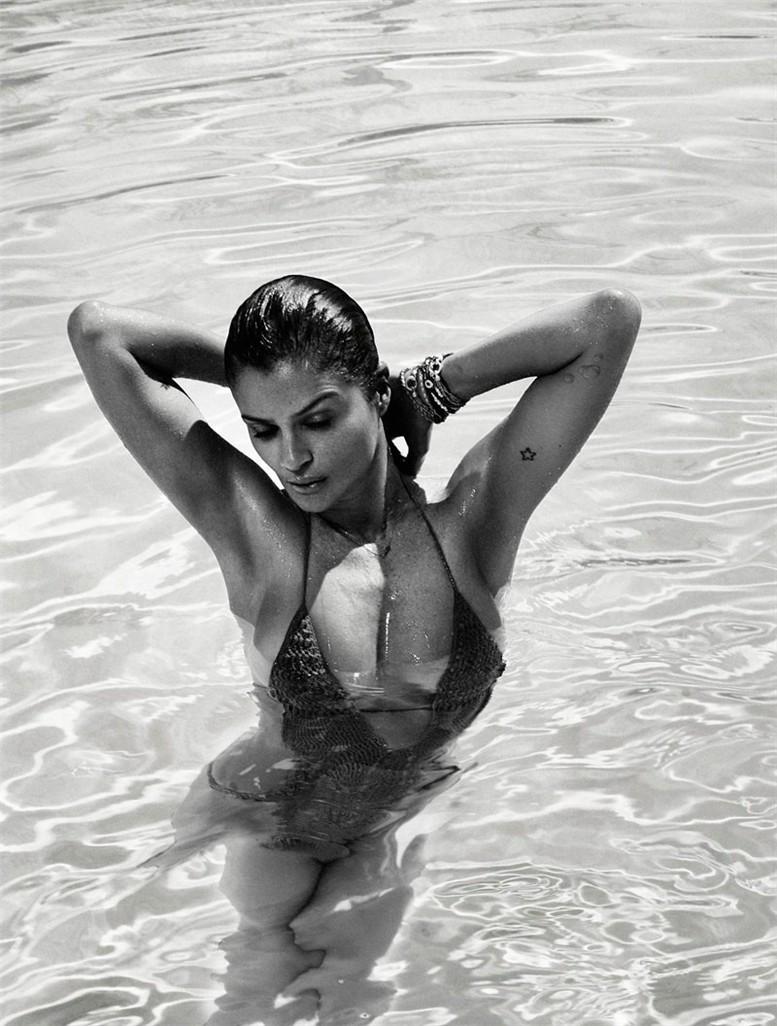 Helena Christensen / Хелена Кристенсен в купальнике в журнале Elle Spain, май 2013 / фотограф Xavi Gordo