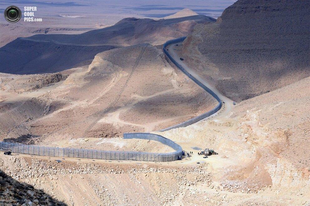 Ключевая часть 230-километрового забора на границе Израиля и Египта.