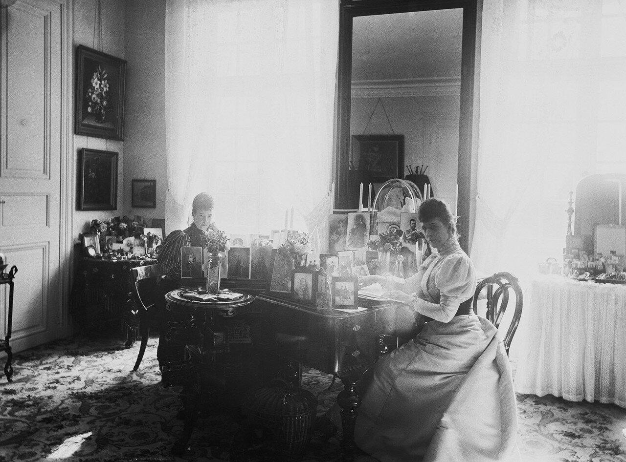 1895-1896. Александра Датская и вдовствующая императрица Мария Федоровна России