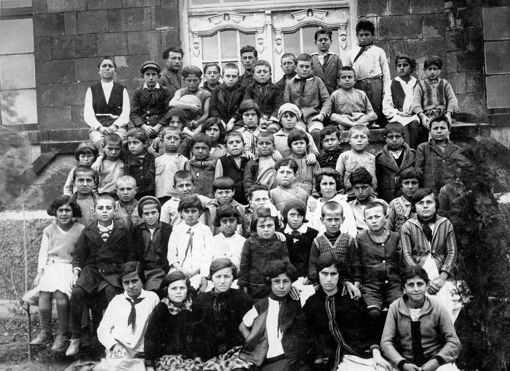 Школьники в Нубарашене