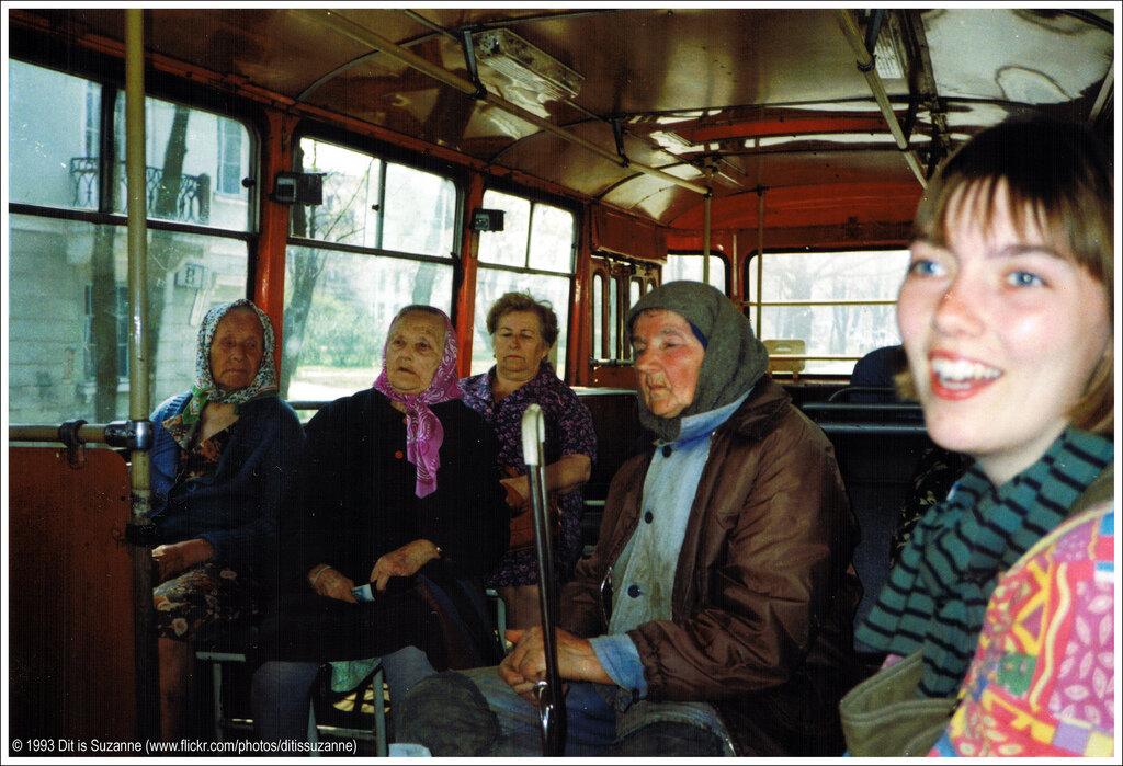 Петергоф, 10-05-1993. На автобусе к дворцу