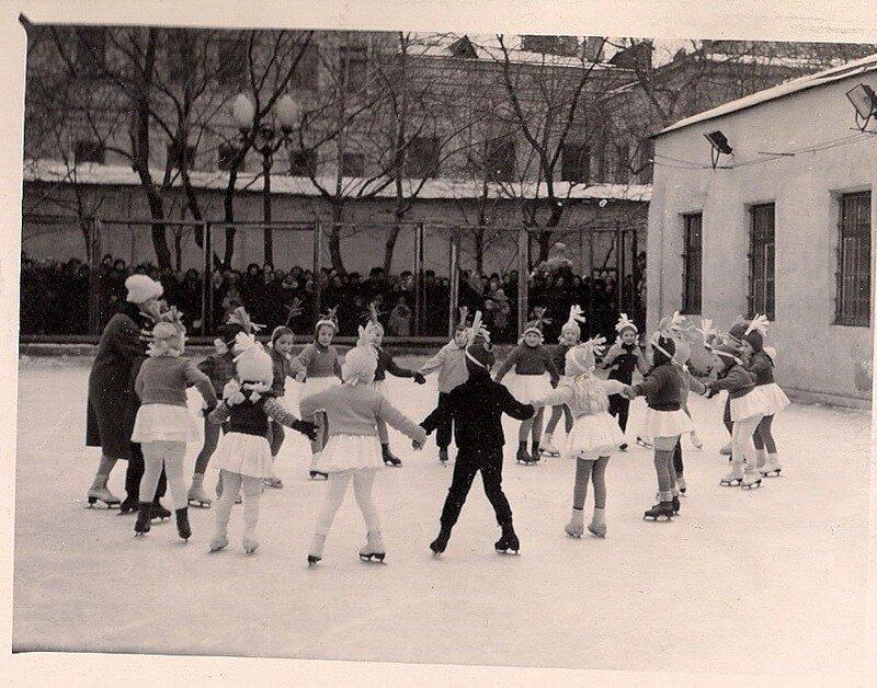1957-1960. В Саду имени Баумана. Москва