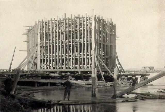 Сооружение каркаса кессона №2. Октябрь 1933 г.