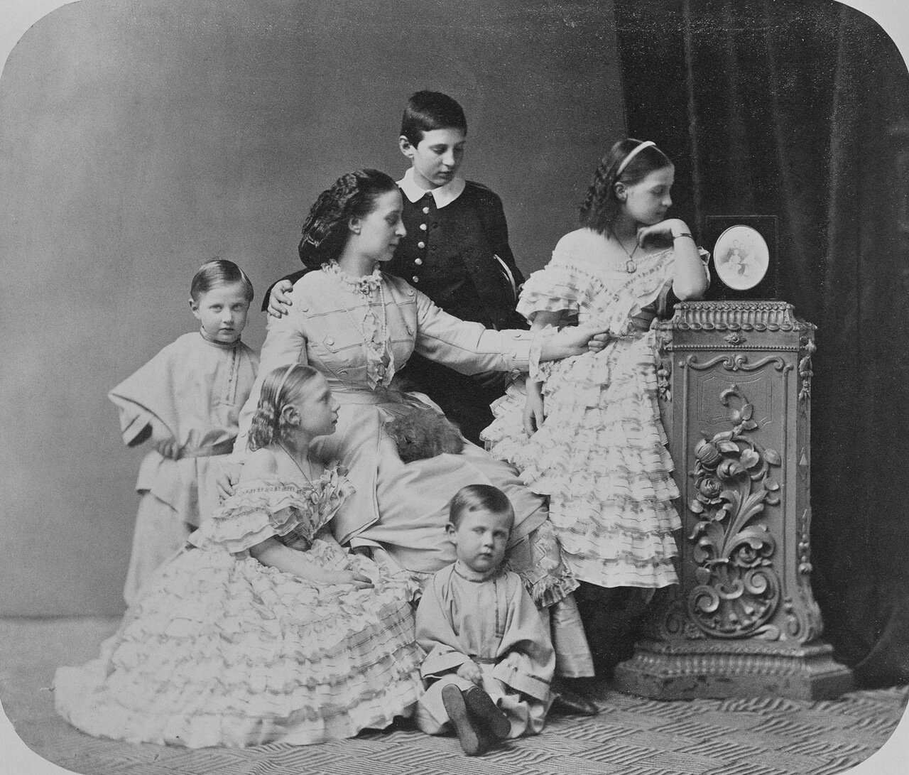 Великая княгиня Александра Иосифовна и ее дети. 1863 г.