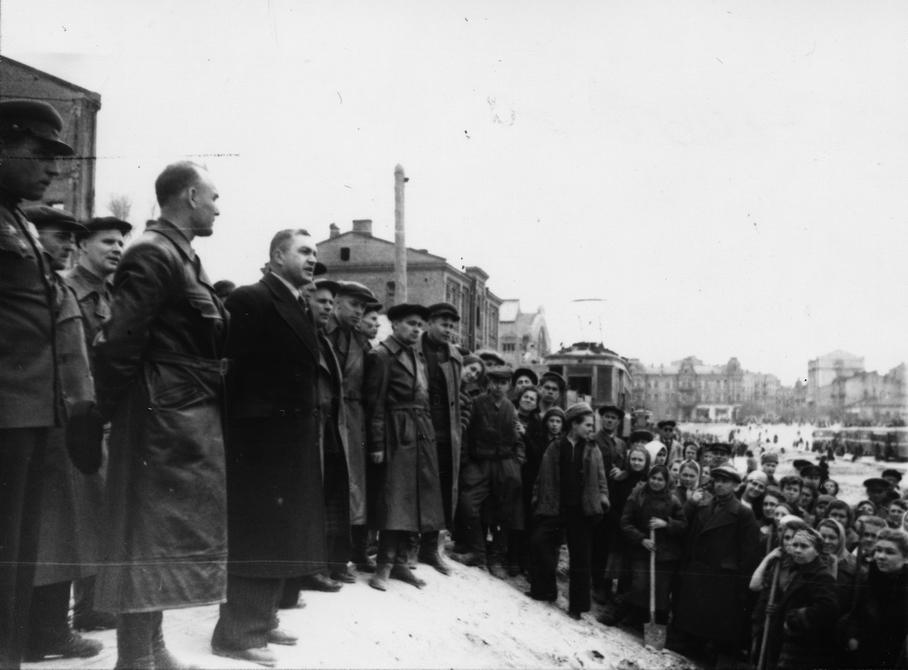 1944.11.05. Торжественный митинг по случаю открытия движения троллейбусов