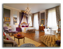 Италия. Флоренция. The St. Regis Florence. Junior Suite Stanford - Arno River view
