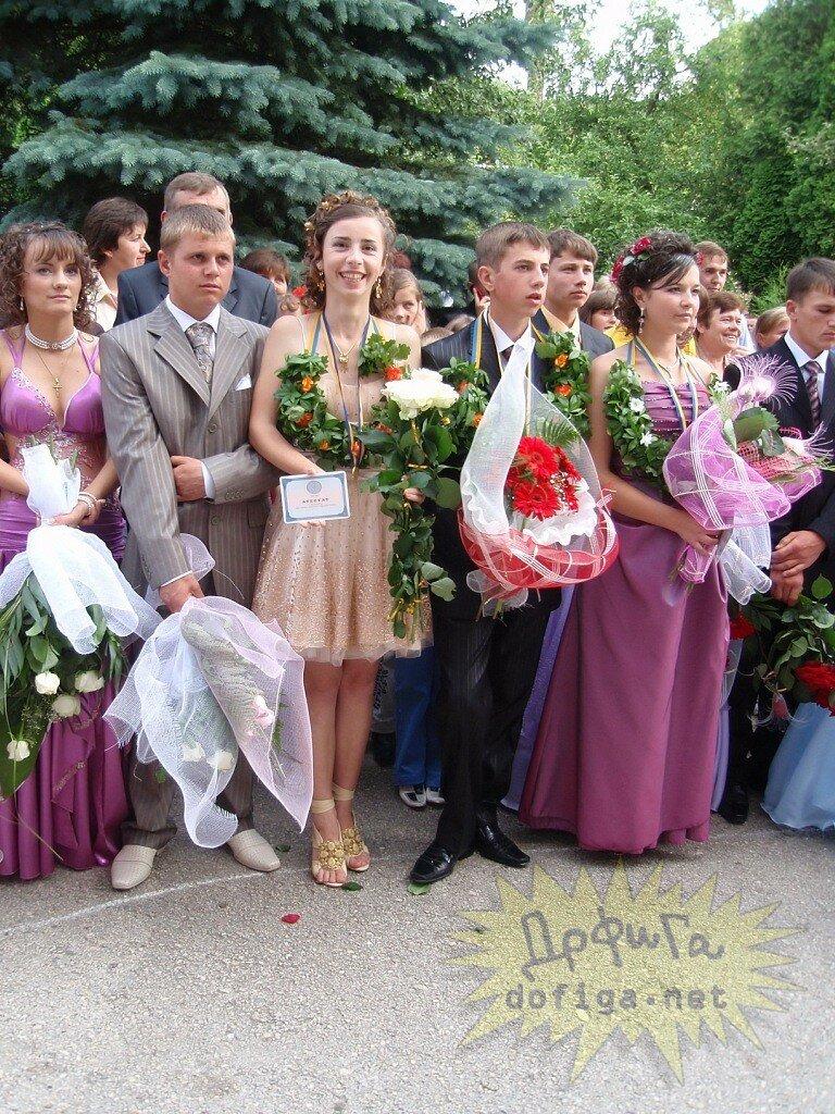Шикарное платье украинской выпускницы