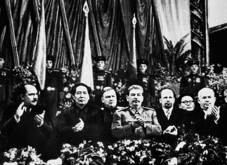 Китай и Россия будут плечом к плечу защищать мир  от попыток исказить историю Второй мировой
