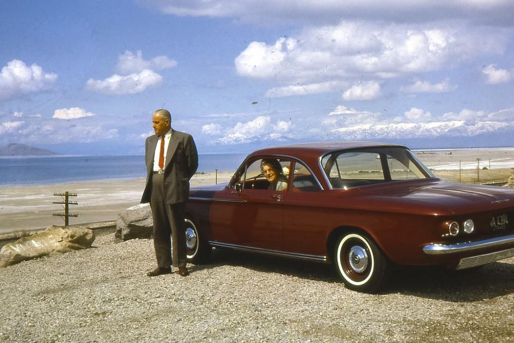 Попали в аварию, возвращаясь с поездки на Всемирную выставку в Сиэттле, 1962 год.