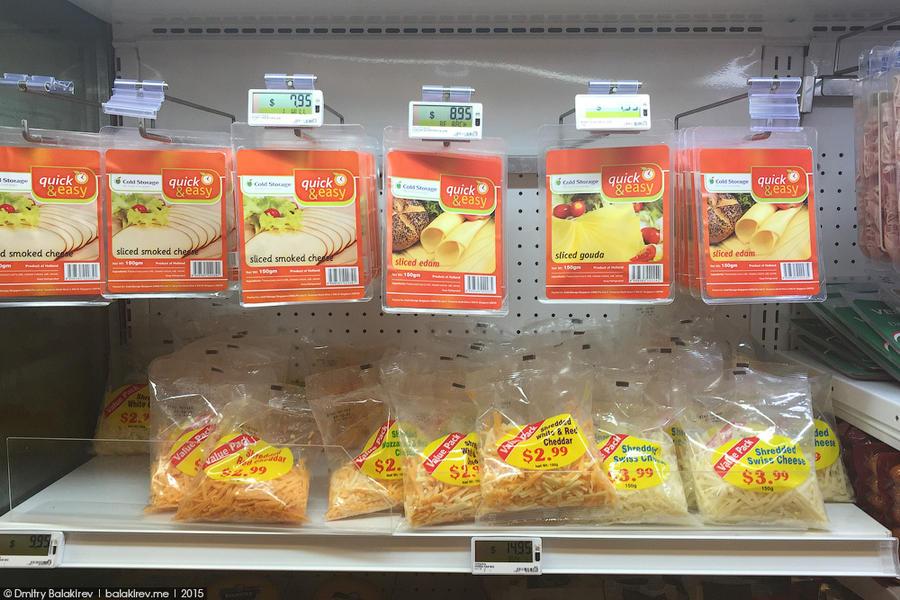 3. Памятуя о любви Саши Беленького к пармезану, пошел смотреть полку с сыром. Самая дешевая здесь –
