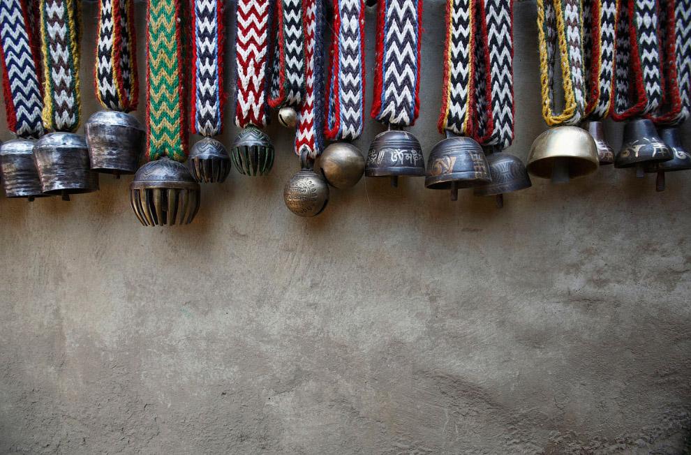 7. Проводник на Эверест, сидит у своего дома в поселке Намче. Шерпы — потомки тибетцев, в Средн
