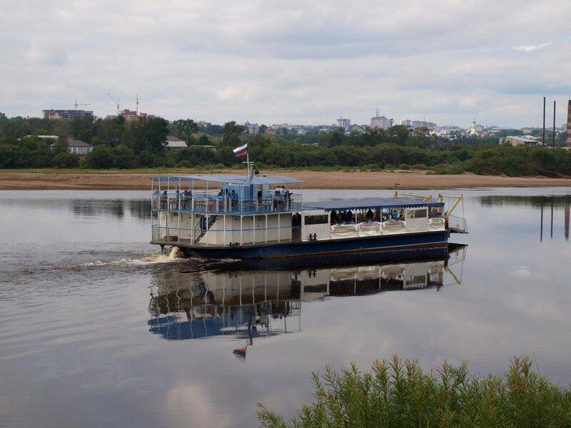 Прогулочное судно на Вятке