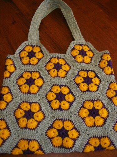 Изделия из вязаных цветочных мотивов