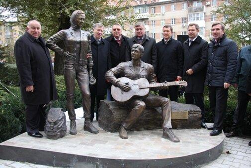 памятник стройотрядовцам в Москве фото aramis-7