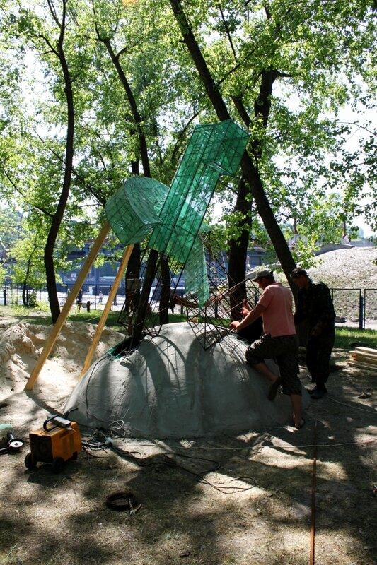 Строительство памятника шведским болельщикам