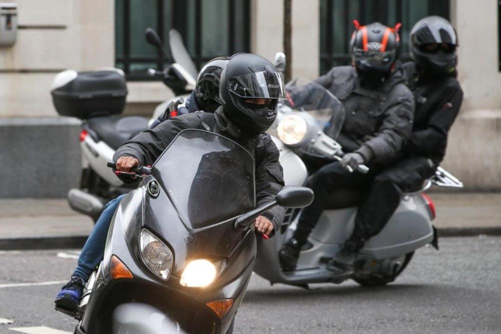 Банды на скутерах продолжают терроризировать жителей и полицию Великобритании