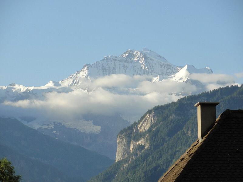 Unterseen. Вид из окна... Вершина называется Jungfrau - Дева