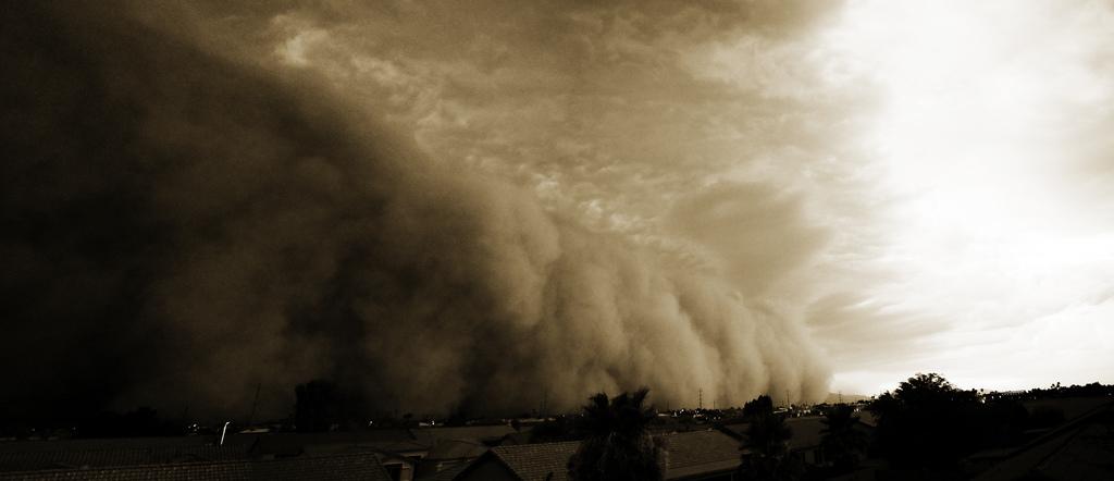 صور مدهشة لعاصفة رملية اجتاجت المحيط الهندي 0_9d493_f247f0bf_orig