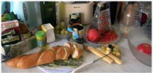 нарезать яблоки, апельсины и сыр