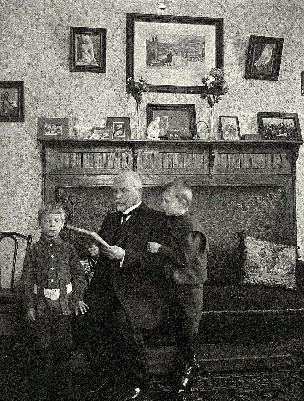 Фрагмент гостиной в доме золотопромышленника Саввиных Андрея Андреевича