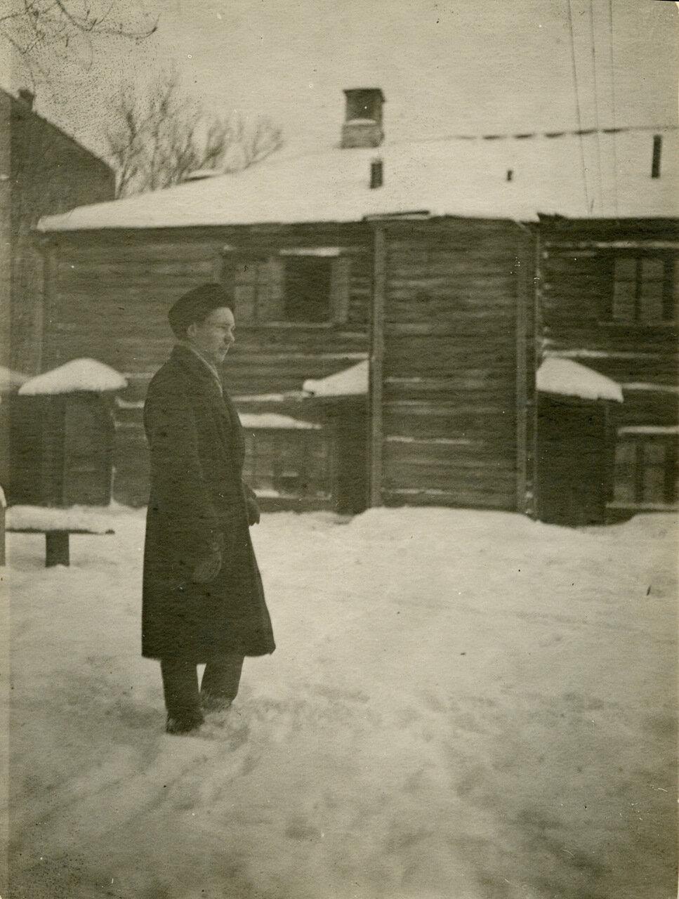 1940г. Во дворе