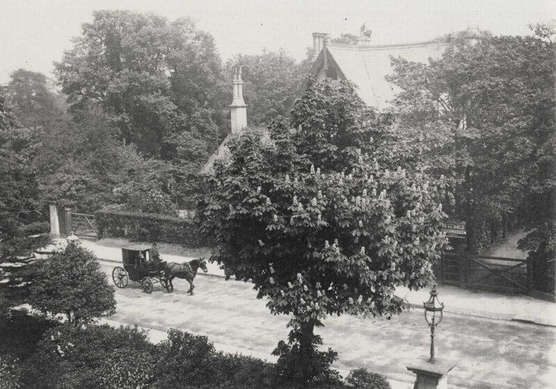Дом напротив Королевского Отеля