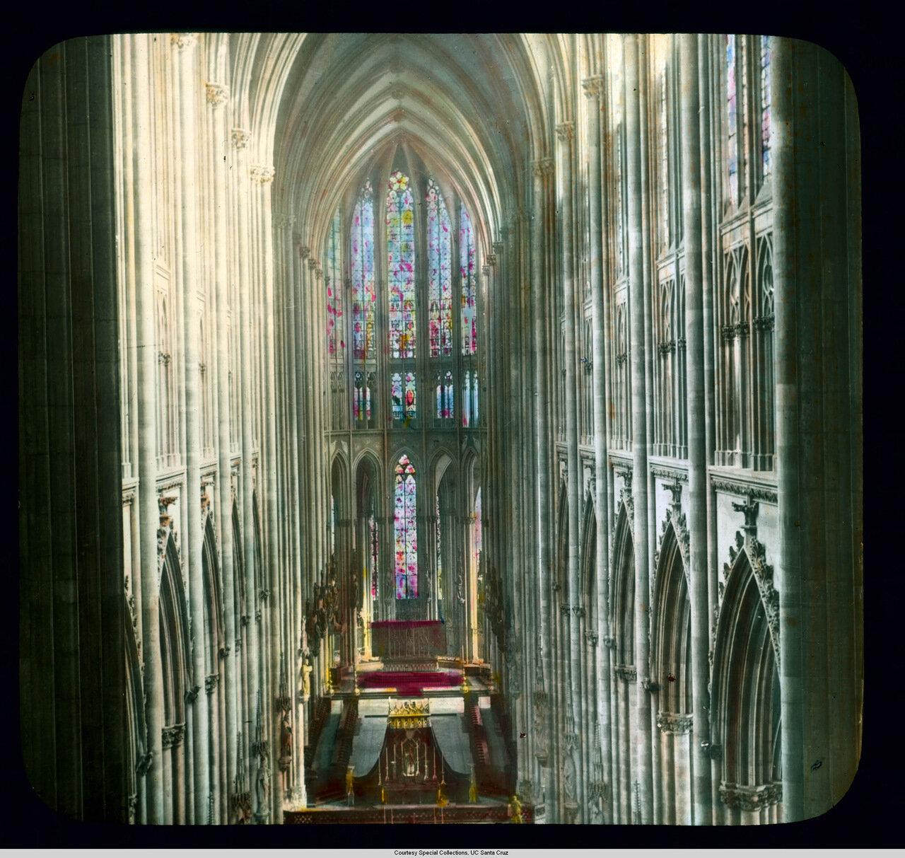 Кельнский собор. Вид западной галереи