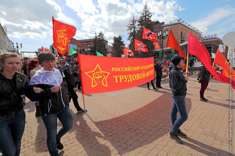 А это местные активисты вышли на Первомайскую демонстрацию. Застал я их на Большой Покровской улице