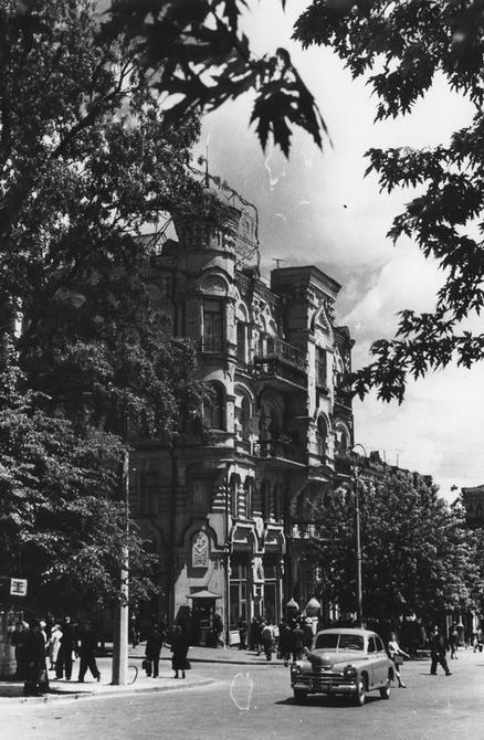 1958. Угол улицы Пушкинской и площади Льва Толстого