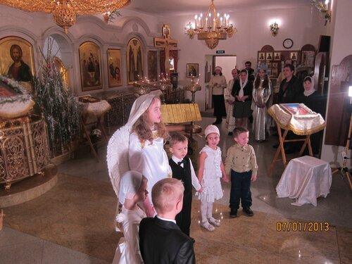 Выступление воскресной школы в храме 07.01.13