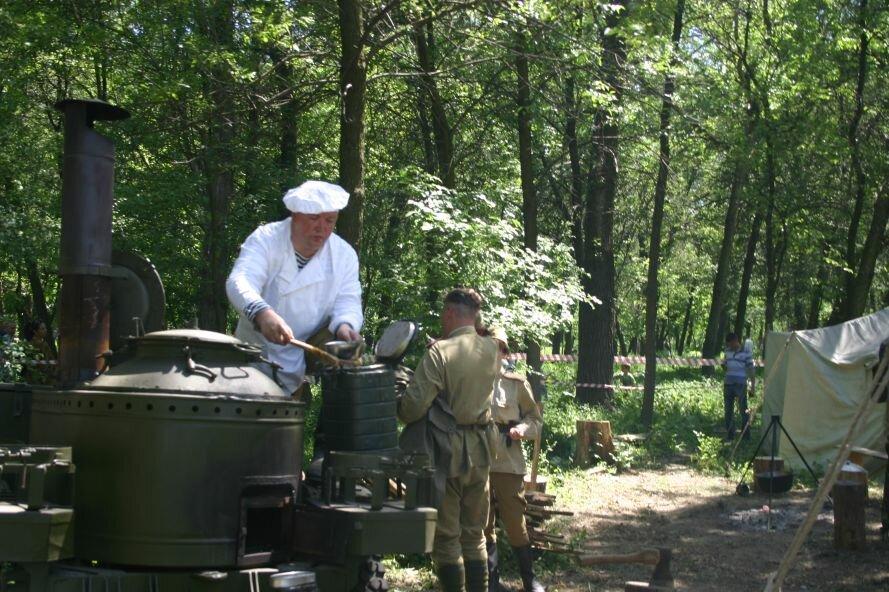 В парке Победы пели военные песни и пробовали полевую кухню, фото-3
