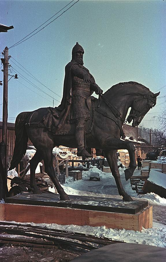 1954 Огонек опубликовал фотографию памятника Юрию Долгорукому который был отлит на Мытищинском заводе и готовился украсить площадь перед Моссоветом2.jpg