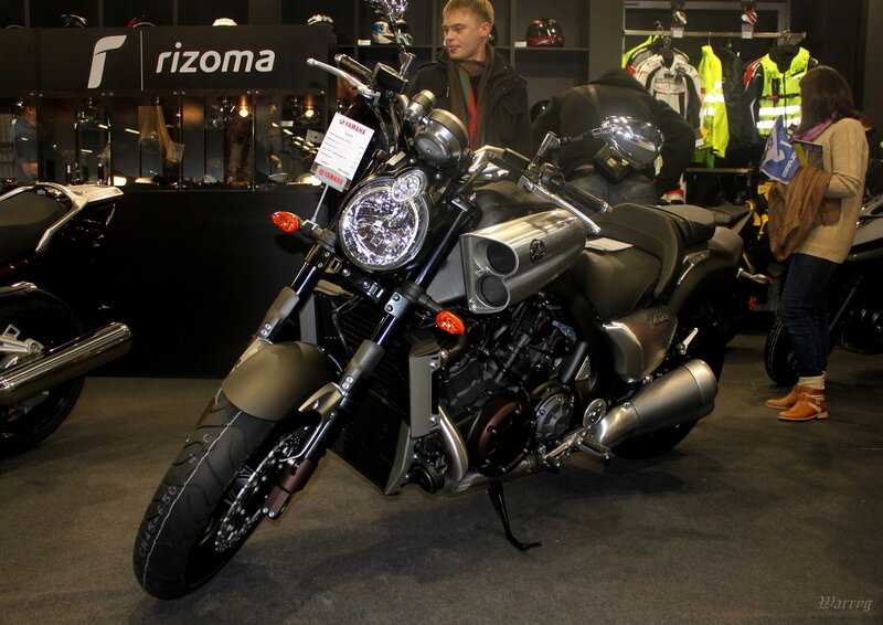 Обновлённый культовый мускул-байк Yamaha VMAX