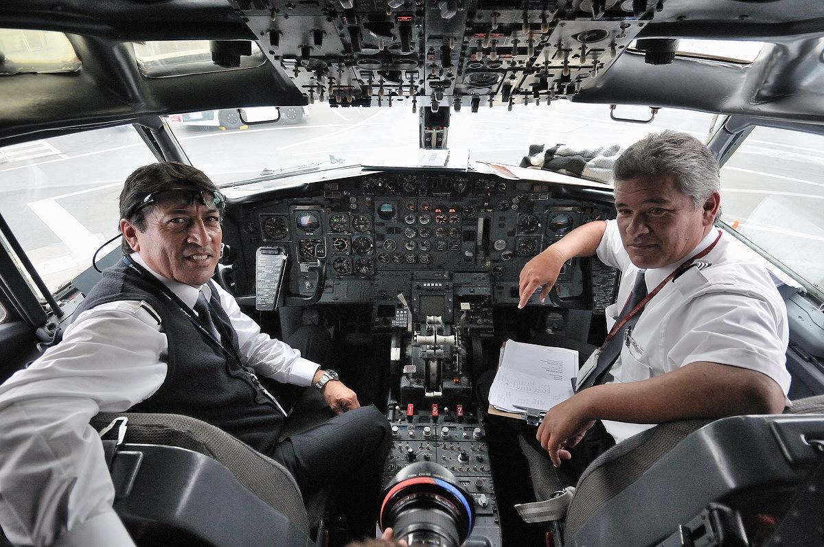 004-B-737-200-web.jpg