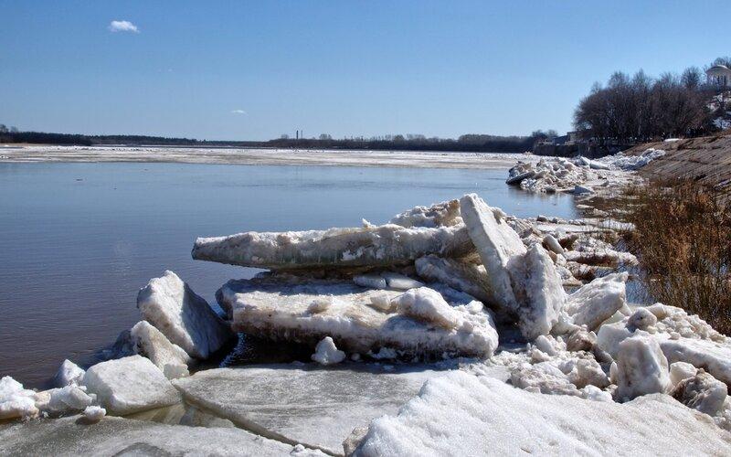 ледяные завалы вдоль берега P4202020_hdr