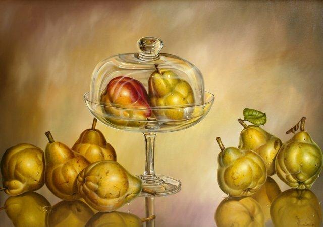 Натюрморт. Груша в стекляной вазе