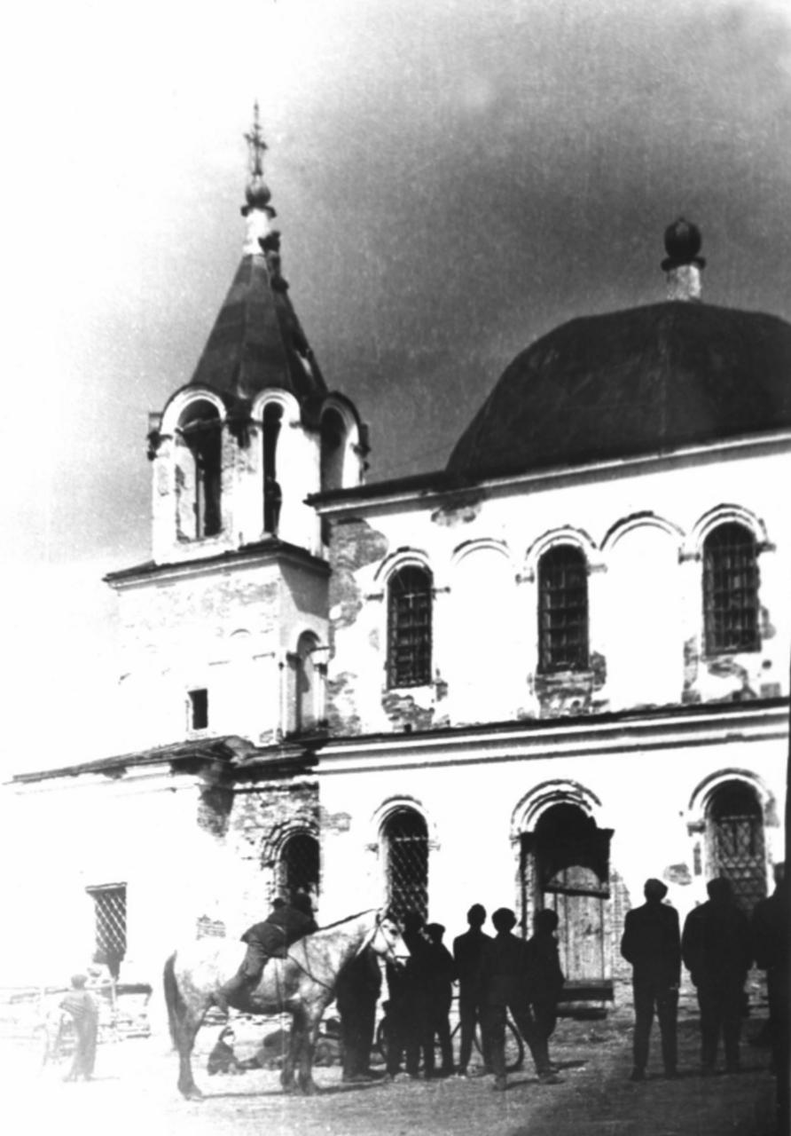 Разрушение церкви в  сибирском селе Тюльково. 1960.