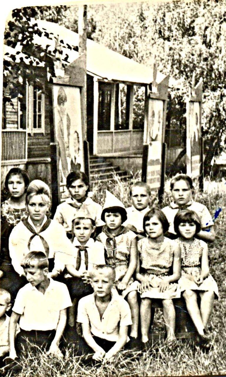 23. В пионерлагере шефов - Назаровского угольного разреза