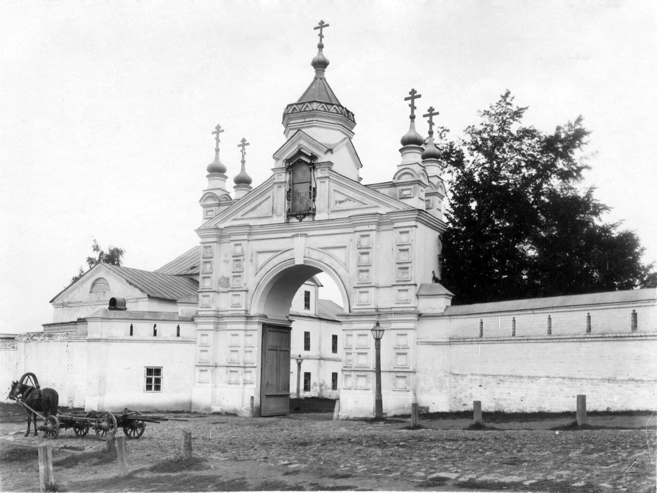 Вознесенский Печёрский монастырь. Святые врата обители