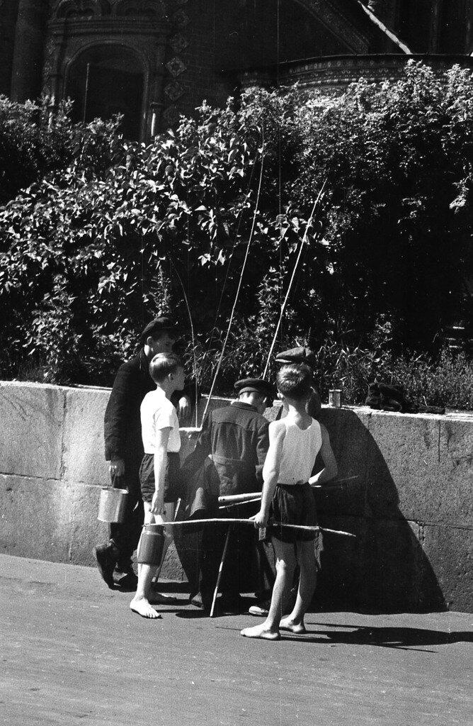 Сборы на рыбалку.