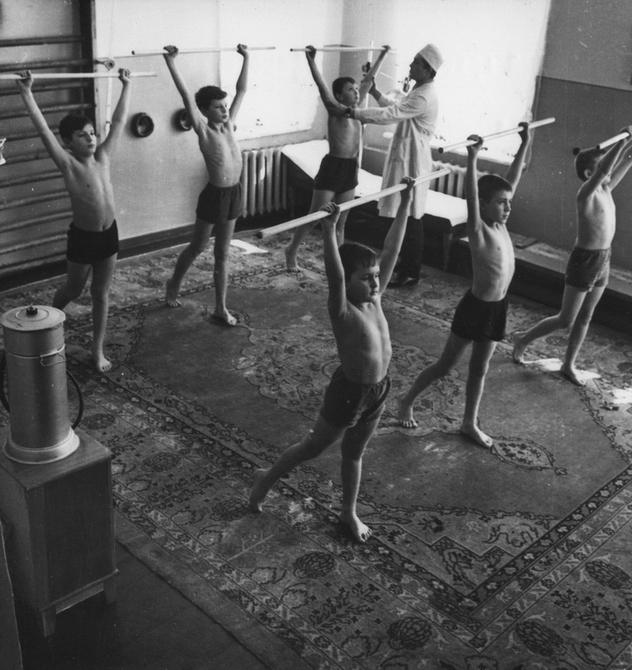 1965.03. Лечебная гимнастика в Киевской детской больнице