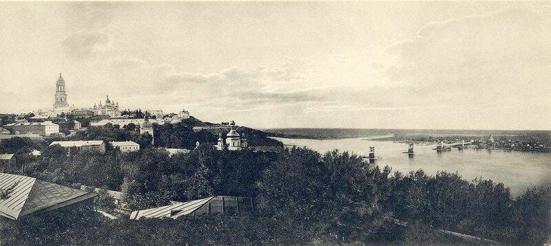 Вид от Лавры. Видно Слободку и Покровскую церковь