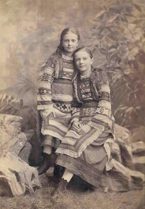Portrait of two girls in traditional Ukrainian dress, Kiev, c. 1890. Photo by the studio of V. Vysotsky